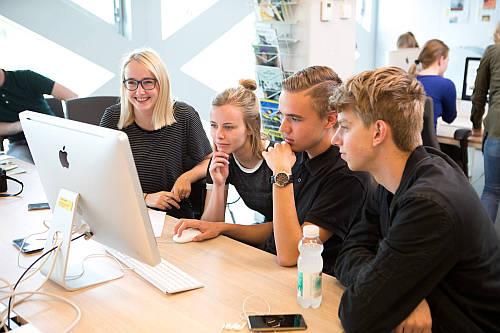 Studenten von Windesheim am Computer