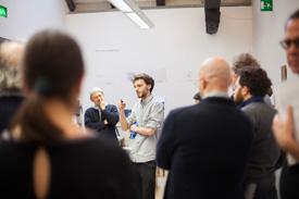 Design Studenten der Freie Uni Bozen bei Ausstellung