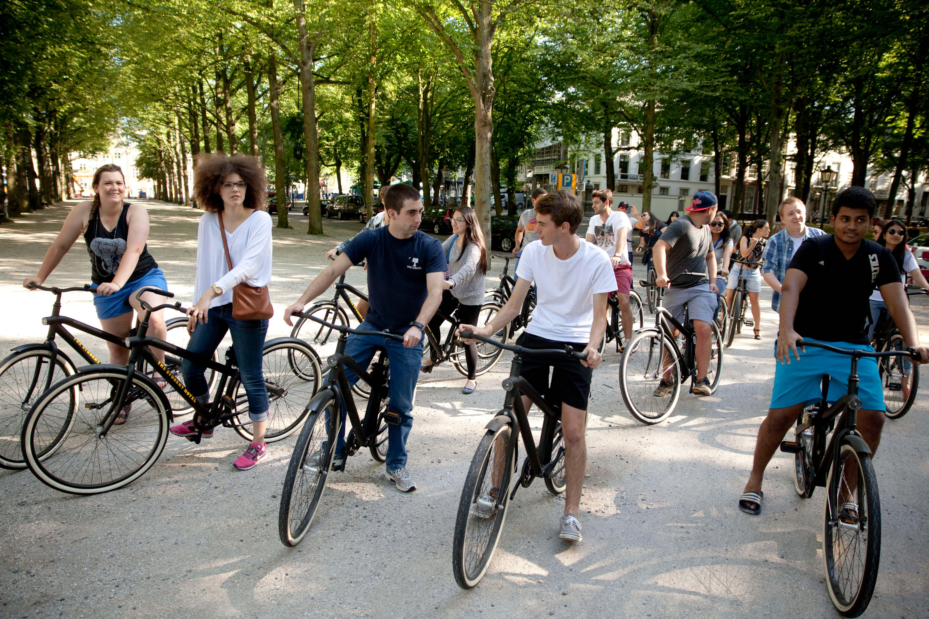 Studenten der The Hague auf Fahrrädern