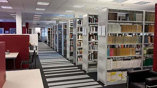 IPU Bibliothek innen